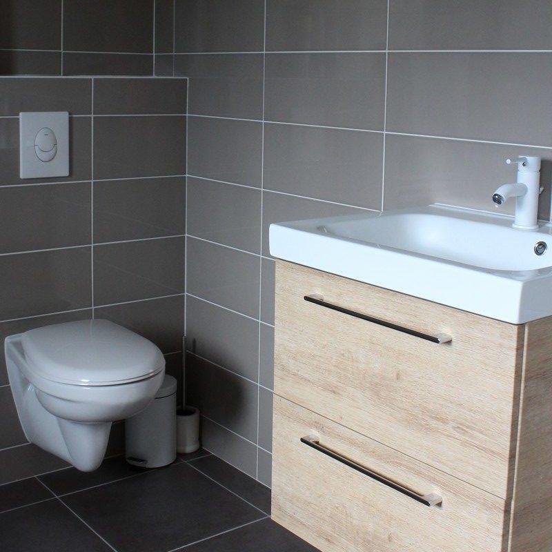 Faites une toilette rapide au lavabo et bénéficiez de toilettes suspendues privatives