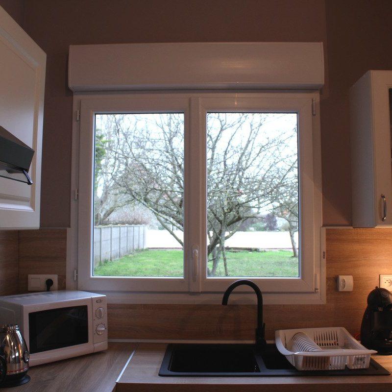 Débarrassez-vous des corvées avec le lave-vaisselle et profitez de la vue sur le jardin