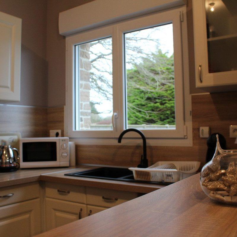 Prenez un verre avec vos proches sur le comptoir de la cuisine ouverte